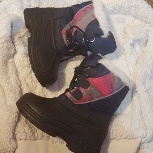 NWOT Snow Boots toddler